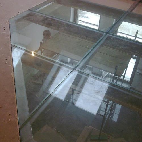 foto-pol-iz-stekla