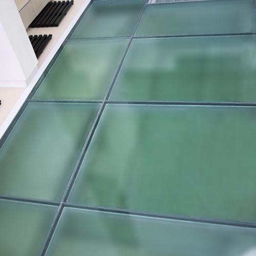 stekljannye-poly-v-kottedzhe-foto